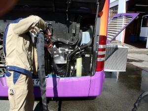 JetMaster: Kühlerreinigung bei einem Bus