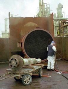 Polierung der Innenrohrflächen mit Spezialgranulat