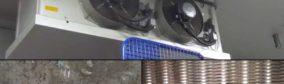 Échangeur thermique utilisé dans la zone de stockage de denrées alimentaires, en haut vue extérieure, en bas à gauche avant, à droite après le nettoyage