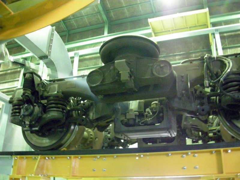 Reinigung von Bahn-Drehgestellen zwecks Schweißnahtprüfung