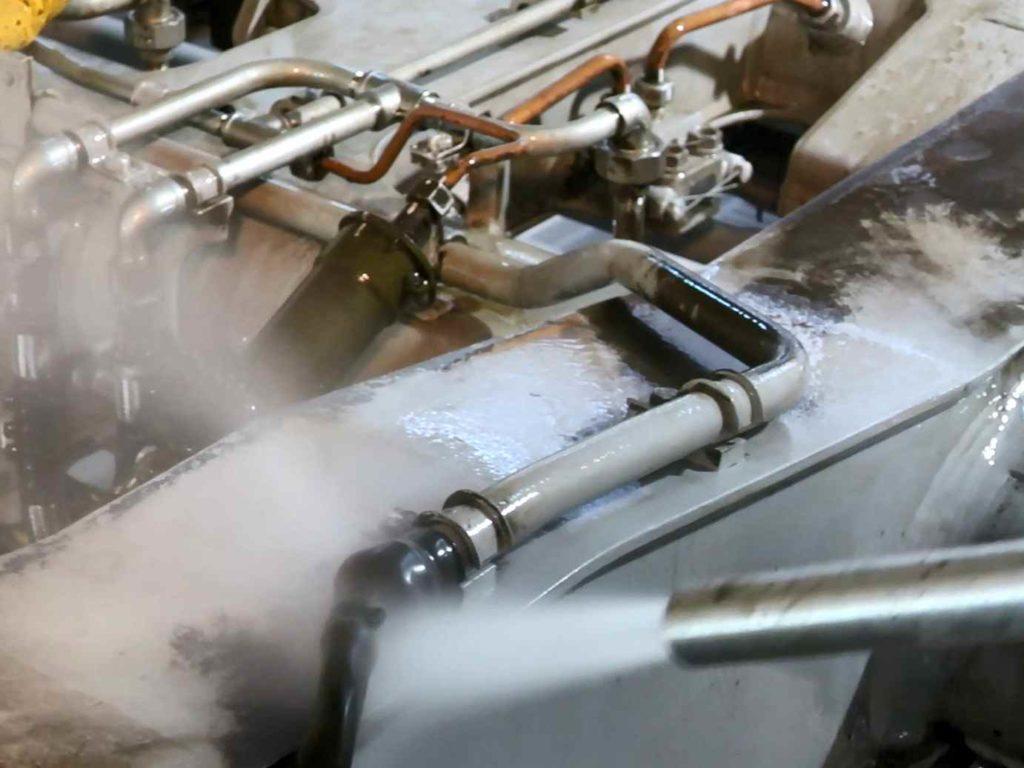 Reinigung von Bahn-Drehgestellen mittels SpeedMaster-Verfahren